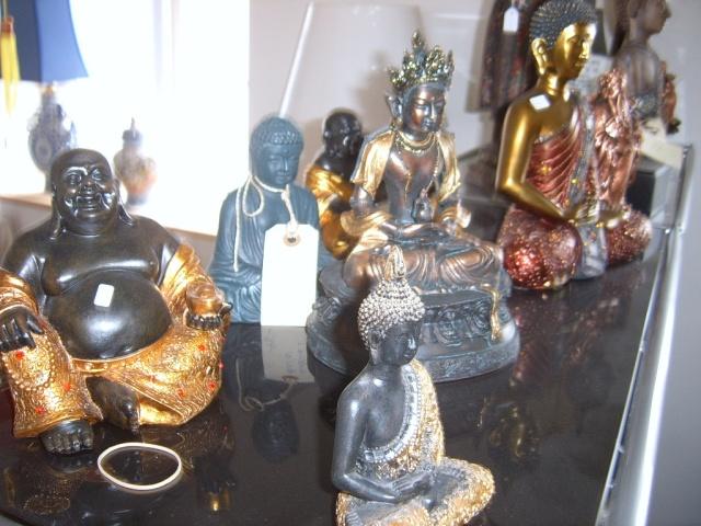 Buddha figurer i forskellige materialer